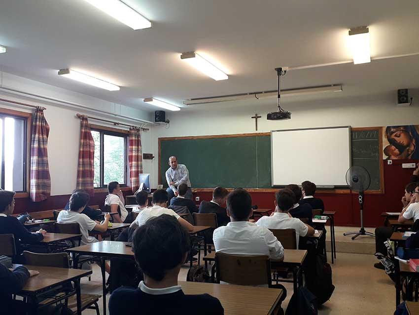 Alberto Iturralde comparte con los alumnos su trayectoria profesional